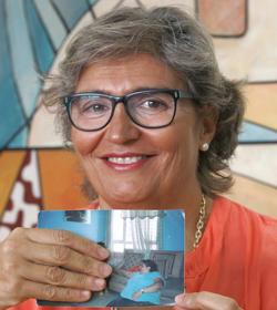 María Victoria, con una foto suya