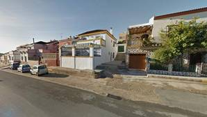 Dos viandantes actuaron para salvar la vida de la anciana acuchillada por su hijo en Aznalcóllar