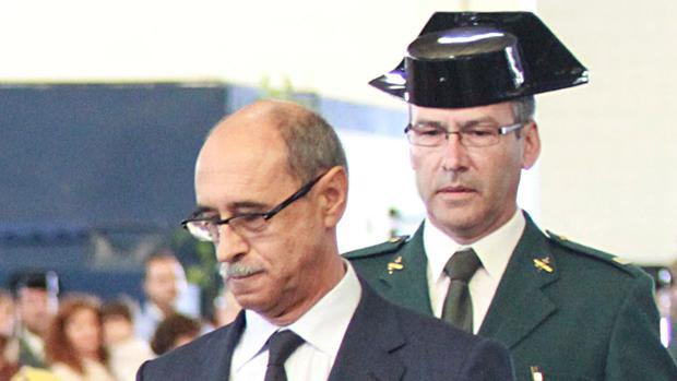 Fernando Vera García, de uniforme, en la entrega de medallas