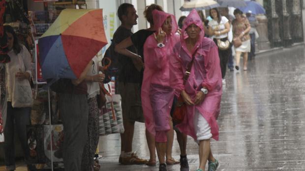 La lluvia será persistente durante este 12 de octubre en Sevilla y el resto de provincias del oeste andaluz