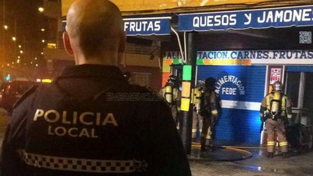 La frutería incendiada está situada en el número 6 de la avenida Sánchez Pizjuán