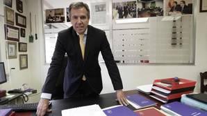 Fernando Osuna en su despacho de Sevilla