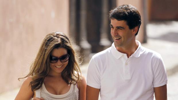 Jesulín de Ubrique pasea junto a su pareja, María José Campanario