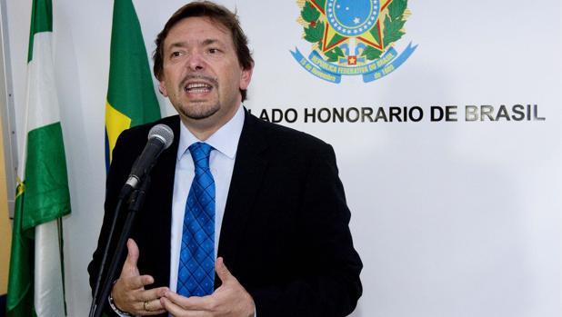 Ballesteros, en su etapa de cónsul de Brasil