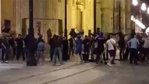 Ultras del Dinamo de Zagreb y del Sevilla se enfrentan en la Avenida de la Constitución