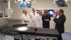 Susana Díaz visita los nuevos quirófanos de Cirugía General del Virgen del Rocío