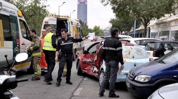 Estado en el que quedó el vehículo tras colisionar con un autobús de Tussam