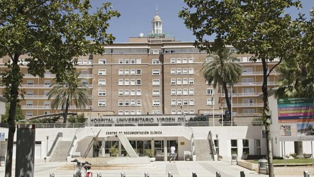 El Virgen del Rocñio es el primer hospital público andaluz en realizar esta intervención