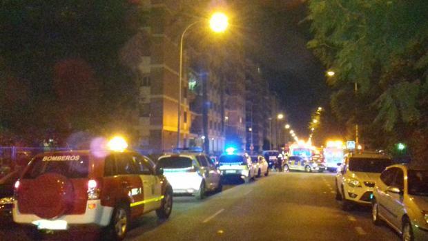 Calle Virgen de la Antigua donde están actuando Policía Local, Bomberos y asistencias sanitarias