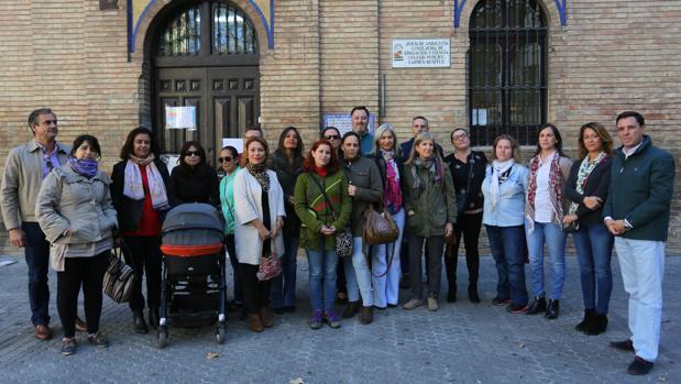 La diputada y portavoz de educación ha presentado la propuesta del PP las puertas del centro Carmen Benítez