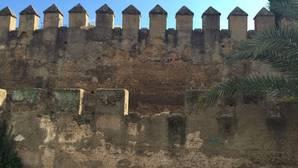 Alertan de desprendimientos en las Murallas de la Macarena