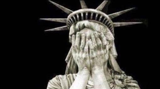 La Estatua de la Libertad llora desconsolada