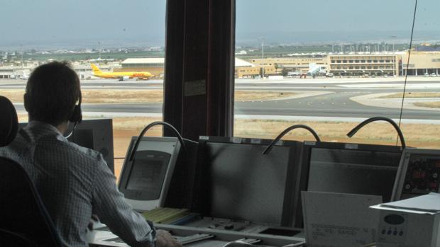 El centro de control aéreo de Sevilla gestionó 32.400 vuelos en octubre