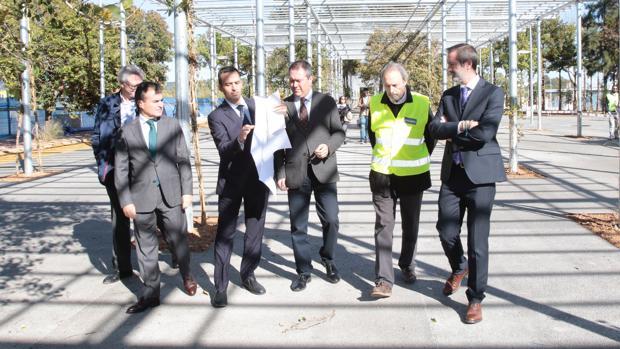 Visita institucional al proyecto de centro comercial junto a la Torre Sevilla