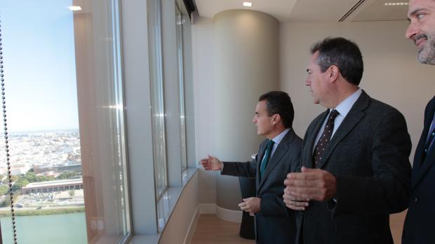 Rafael Herrador, Juan Espadas y Javier López esta mañana en Torre Sevilla