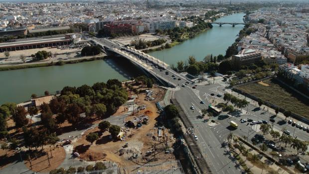 Los futuros jardines, actualmente en obras, desde Torre Sevilla