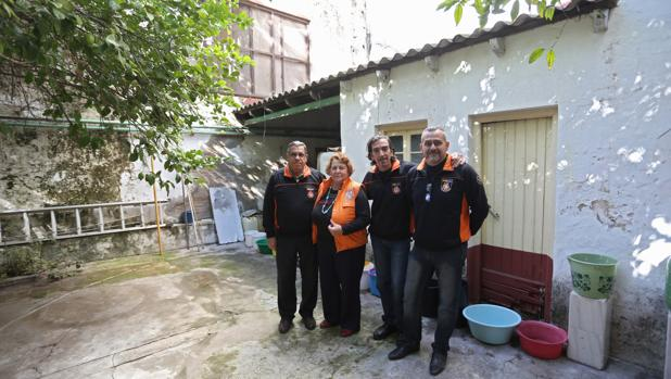 Javier Rivas y otros miembros de la ONG
