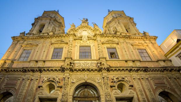 Fachada de la sevillana iglesia de San Luis