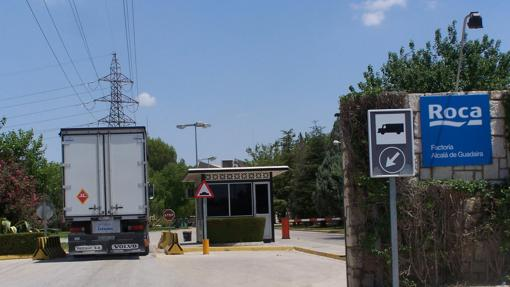 Acceso a la antigua fábrica de Roca en Alcalá de Guadaíra