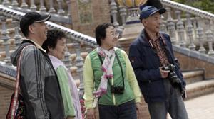 Un grupo de turistas en la Plaza de España