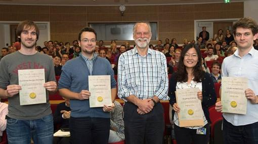 Guillermo Burgos, primero por la izquierda, junto al resto de investigadores reconocidos