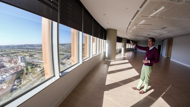 Sala Altar de la Reina, en la planta 21 de Torre Sevilla, destinada a cócteles de empresas e instituciones