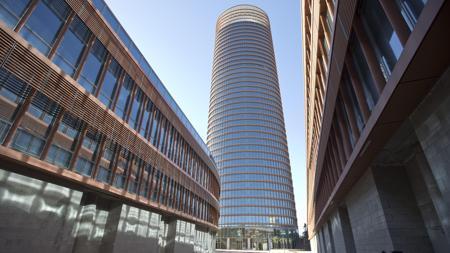 Los dos edificios podios que acogerán un centro comercial, comercializado ya al 50%