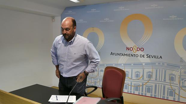 El concejal popular Curro Pérez, en la sala de prensa del Ayuntamiento