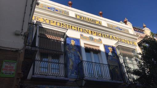 La antigua fábrica Santa Ana, hoy convertida en tienda y donde se instala el Museo de la Cerámica
