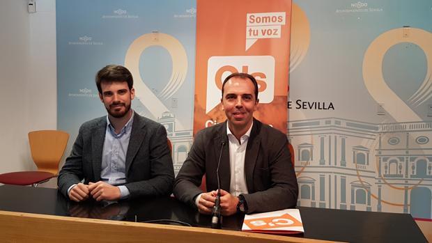 Javier Millán y Javier Moyano, en la sala de prensa municipal