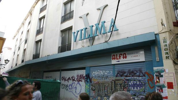 Edificio de los antiguos almacenes Vilima, en la confluencia de la calle Lagar y Buiza y Menzaque
