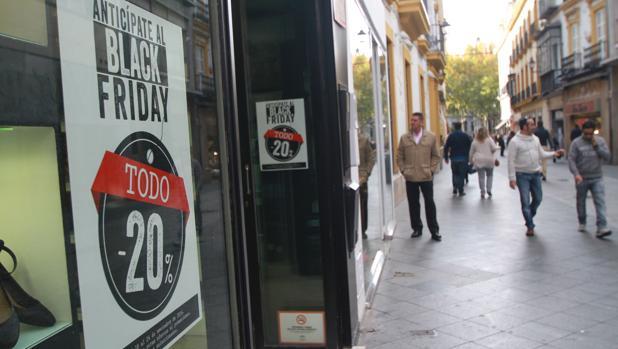 Escaparate de un comercio en el Centro de Sevilla