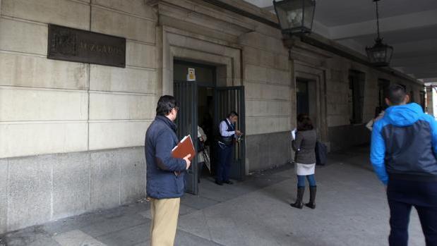 El detenido fue puesto a disposición del juzgado número 16 de Sevilla