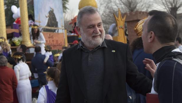Antonio Rodrigo Torrijos, minutos antes de la salida de la Cabalgata de Reyes de Su Eminencia en 2011