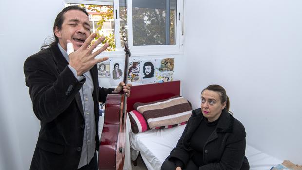 Antonio Amaya y Rocío, su mujer, en el albergue municipal