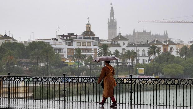 Lluvia en Sevilla, vista desde Triana