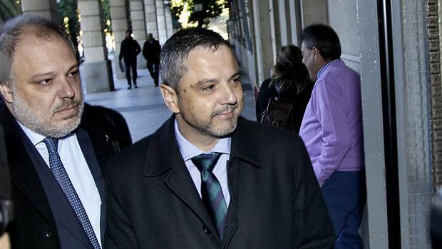 Fernando Mellet, junto a su abogado