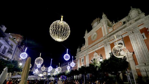 La Plaza del Salvador con la iluminación navideña de 2015