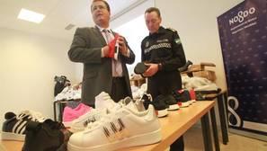 Incautadas en Sevilla más de 24.000 zapatillas de deporte falsificadas