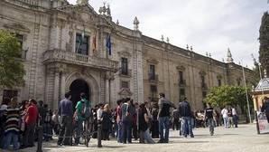 Enfado de la Hispalense al enterarse por los medios de la condena por abusos al catedrático Santiago Romero