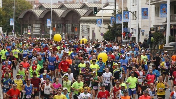 Corredores en el maratón de Sevilla de 2017