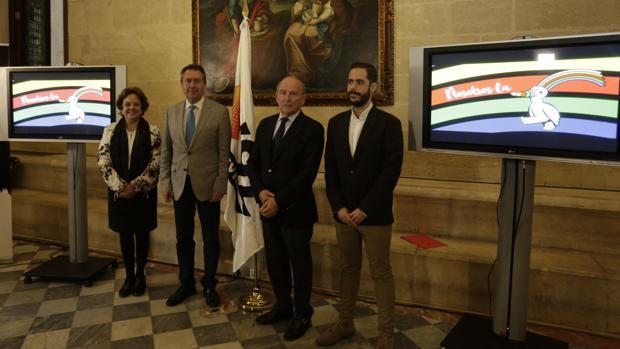 El alcalde de Sevilla, Juan Espadas, con los promotores del XXV aniversario de la Expo 92