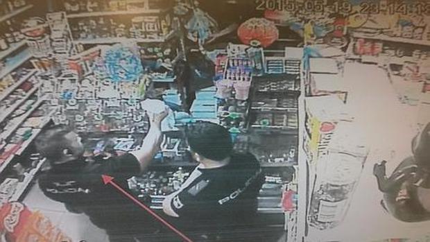 Uno de los fotogramas del vídeo que Asuntos Internos incluyó en su informe y donde aparecen varios funcionarios