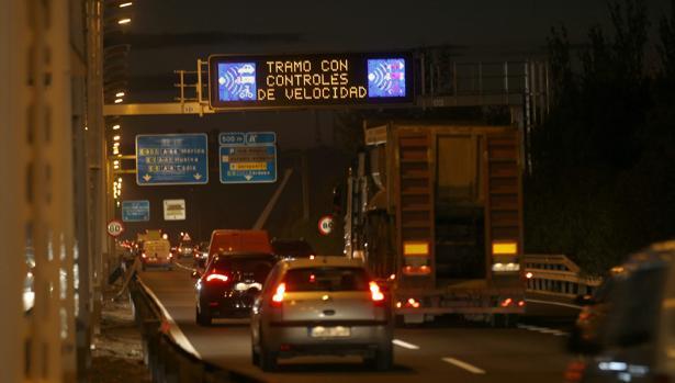 Tramo del Puente del Alamillo que avisa de los controles