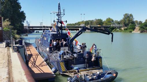 El barco, durante su llegada a Sevilla