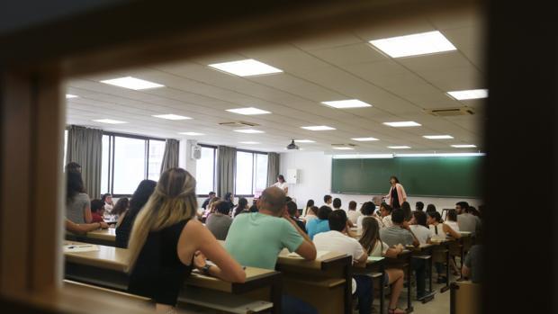 Alumnos en un aula de la Escuela de Ingeniería Informática