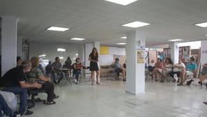 La portavoz de Participa, Susana Serrano (sin collarín), este sábado en la asamblea que votó la moción de censura