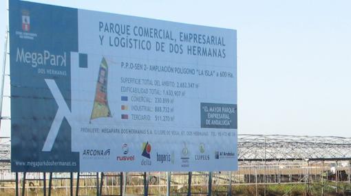 Cartel anunciador del proyecto Megapark, que incluirá parque comercial, empresarial y logístico en la localidad sevillana de Dos Hermanas