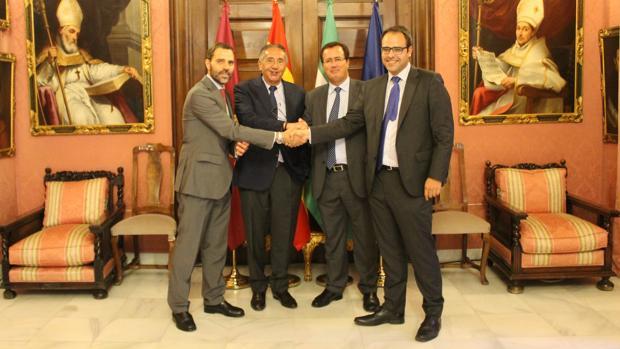 Firma de la adjudicación a Ayesa de la redacción del plan para ampliar el tranvía a Santa Justa