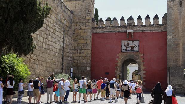 Acceso actual al Alcázar por la Puerta del León